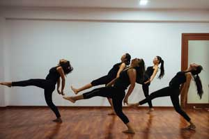 Performance and Presence: A Course in Stage Presence to Stage Performance in Bangalore